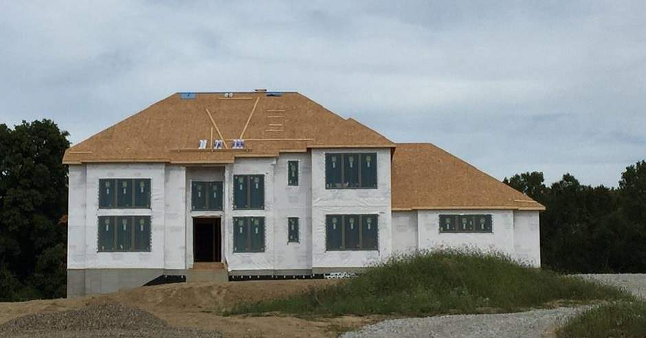 Front view of a house during construction of the roof deck
